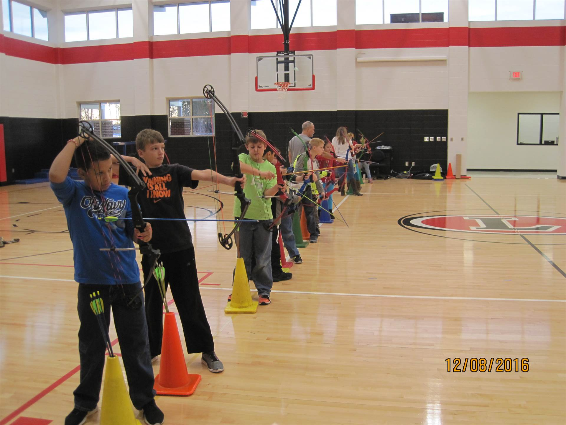 LES Archery Team Practicing