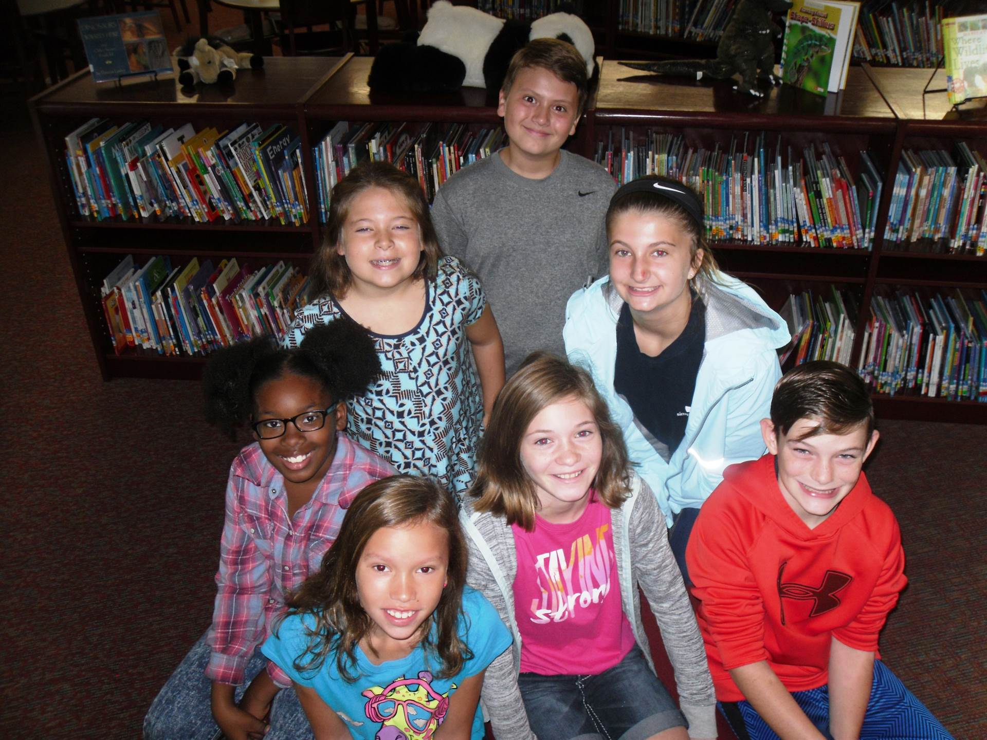 WLES students in the media center